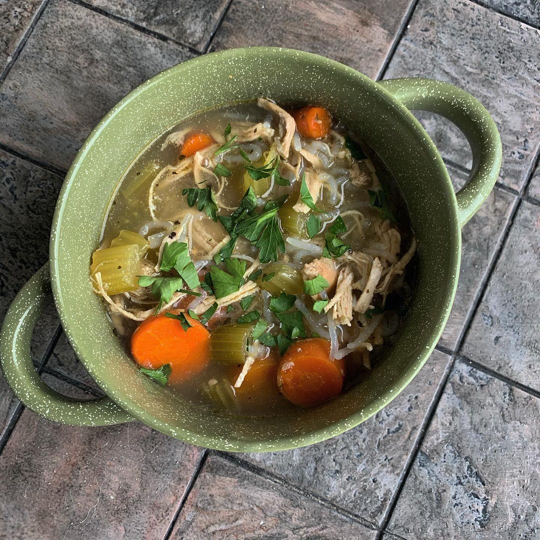 Домашна пилешка супа с нудълс